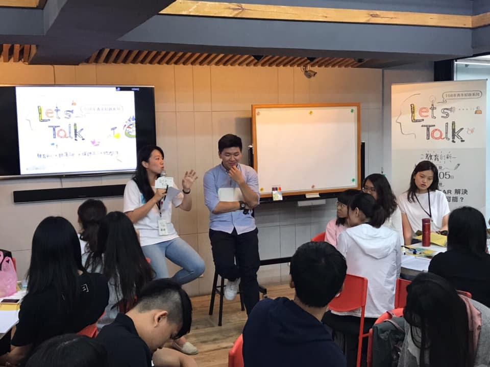 (圖二)本次Talk分享講者希慈與振皓在臺上回答同學們的問題。