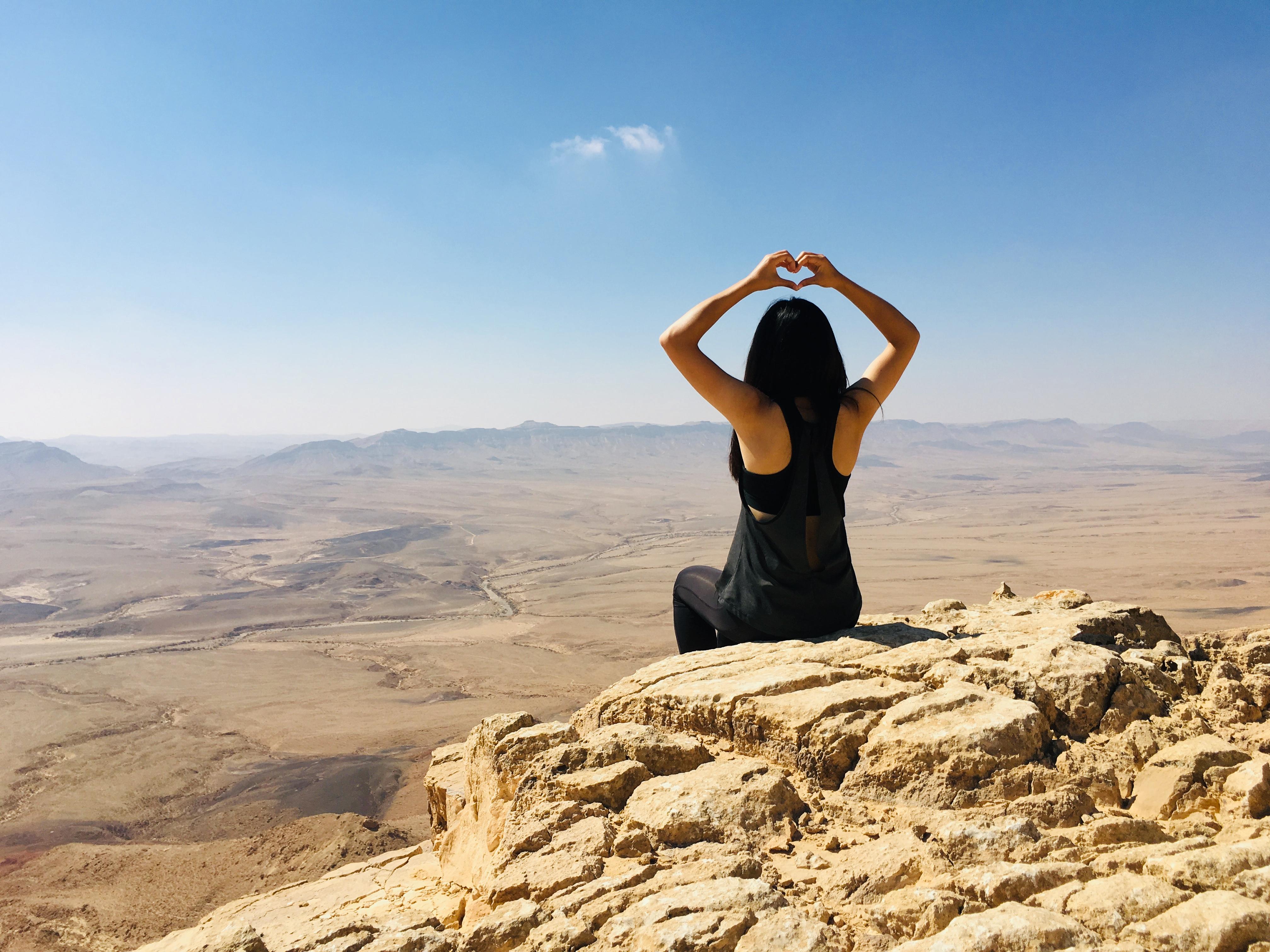 在以色列喜歡一個人旅行,嘗試與自己對話的高珮瑄。 圖/高珮瑄提供