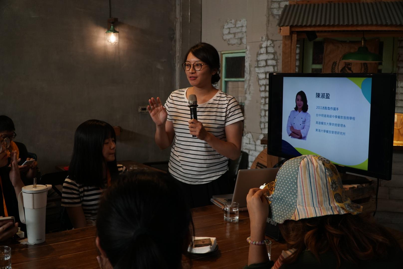 (圖四)陳淑盈在Leeli's咖啡廳分享創業過程。