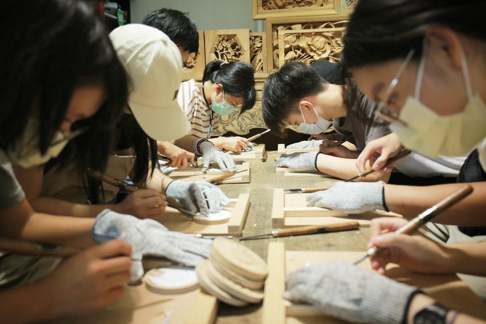 合習聚落裡有許多三峽在地職人,Dreamer學員也一同體驗木工手藝。陳心慈攝影