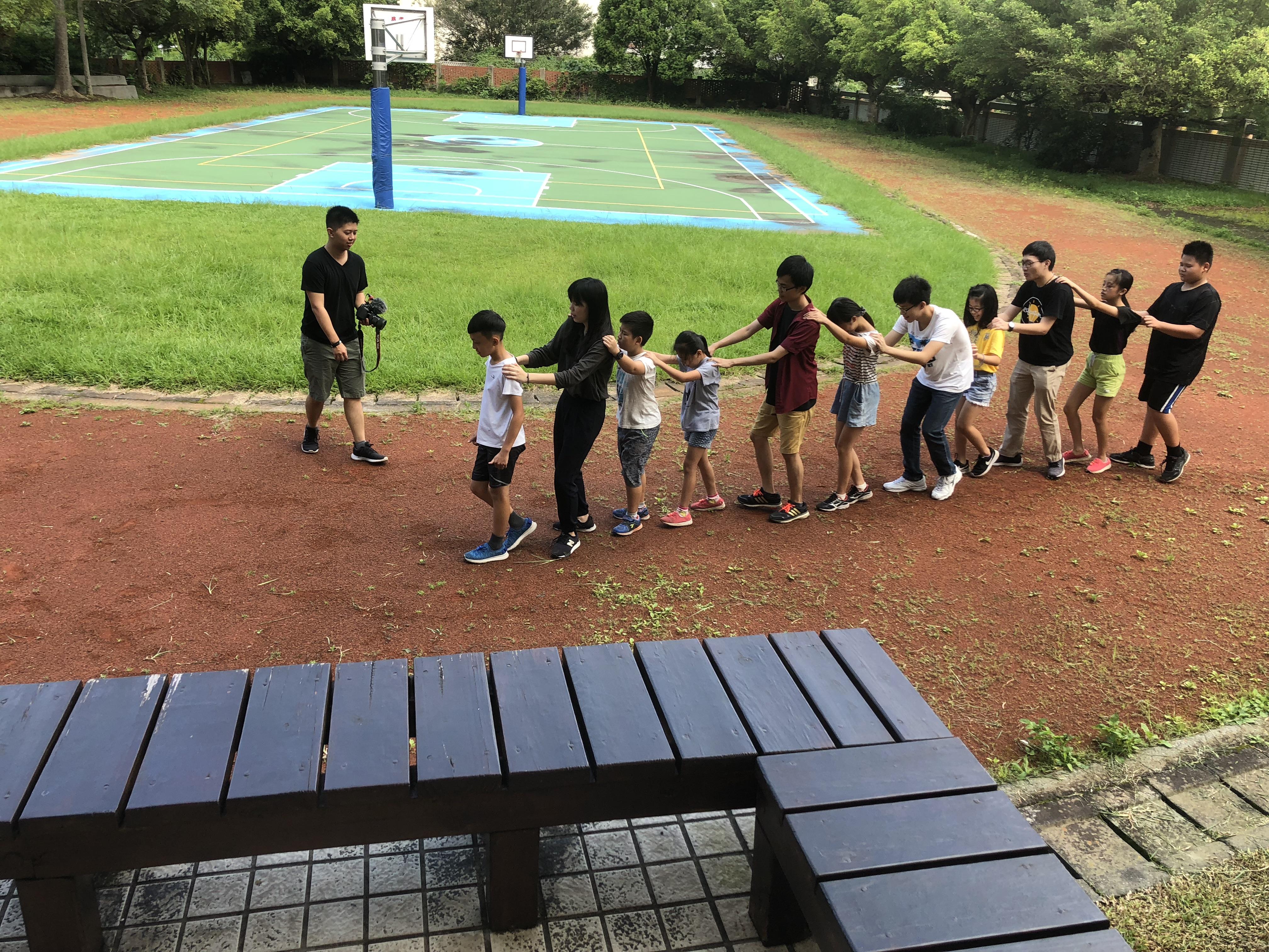 (圖四)每週課程開始,團隊透過小遊戲,很快就能找回與學員的默契。