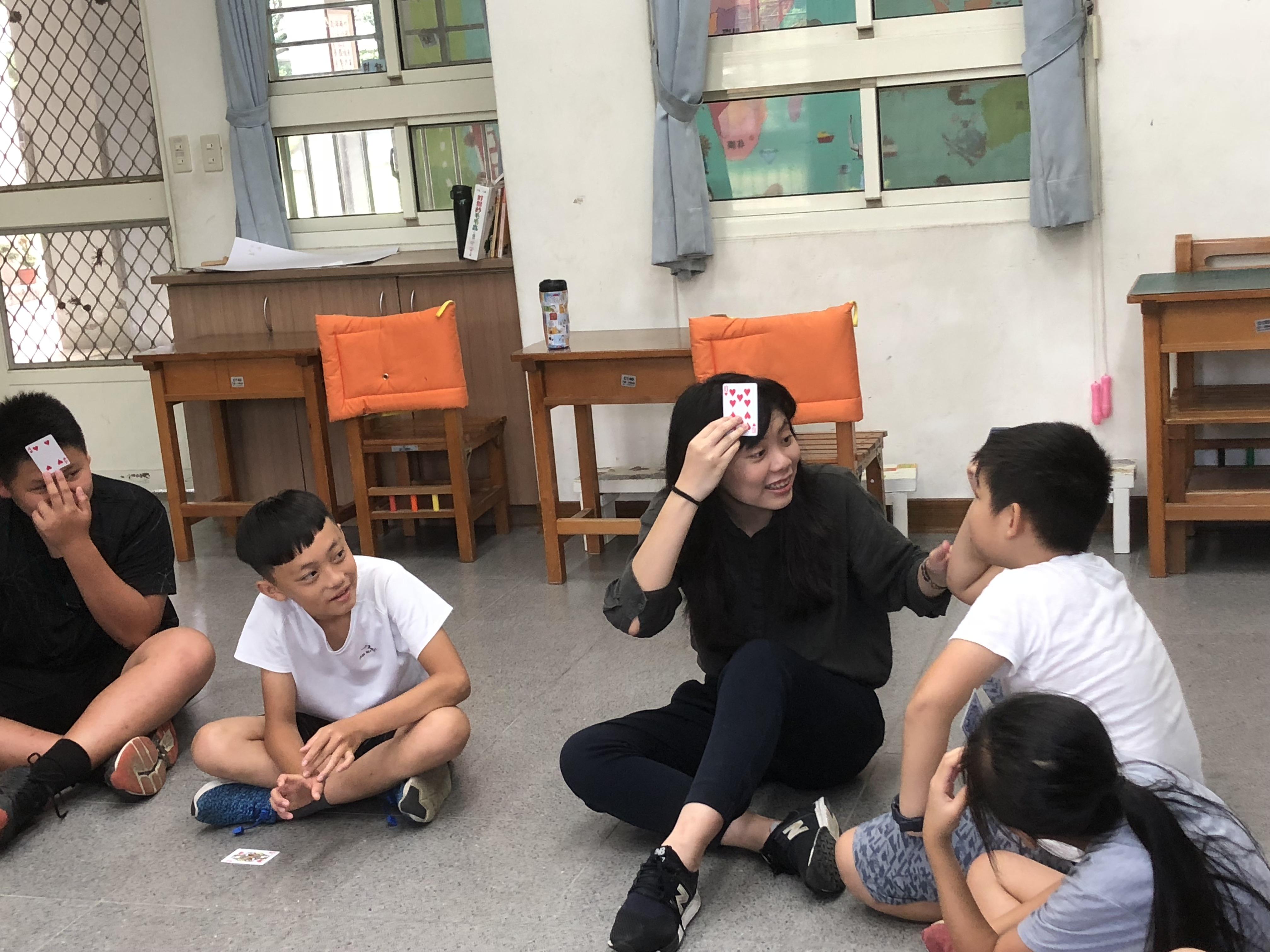 (圖六)學生們能動能靜,配合度極高,玩遊戲時很快就能舉一反三,聯手陷害哥哥姊姊們。