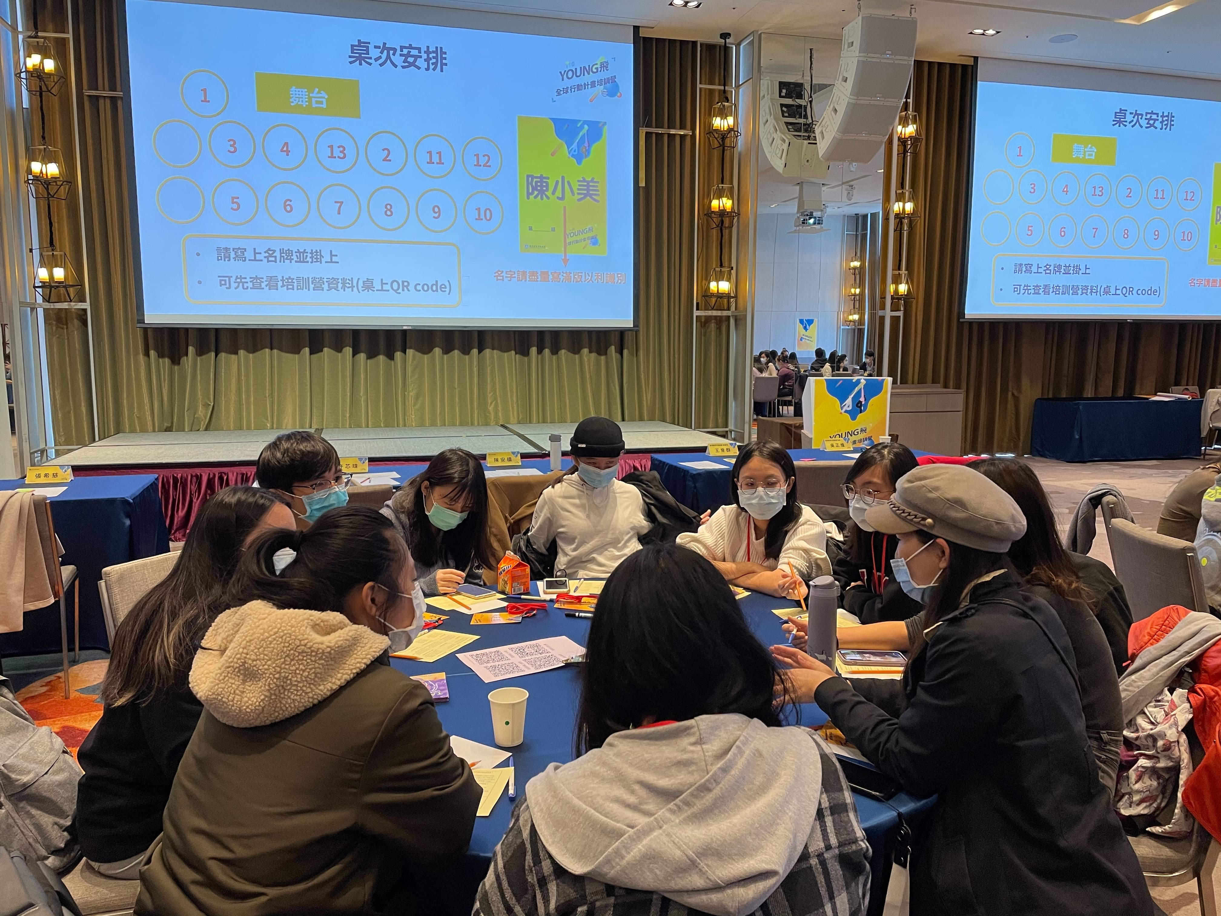 圖1:110年young飛全球行動計畫培訓營吸引百位青年參加。圖/黃婕攝。