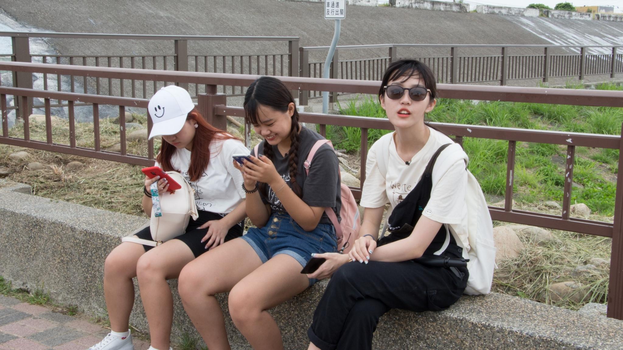 (圖二)外頭的炎炎夏日,讓團員戴起了太陽眼鏡
