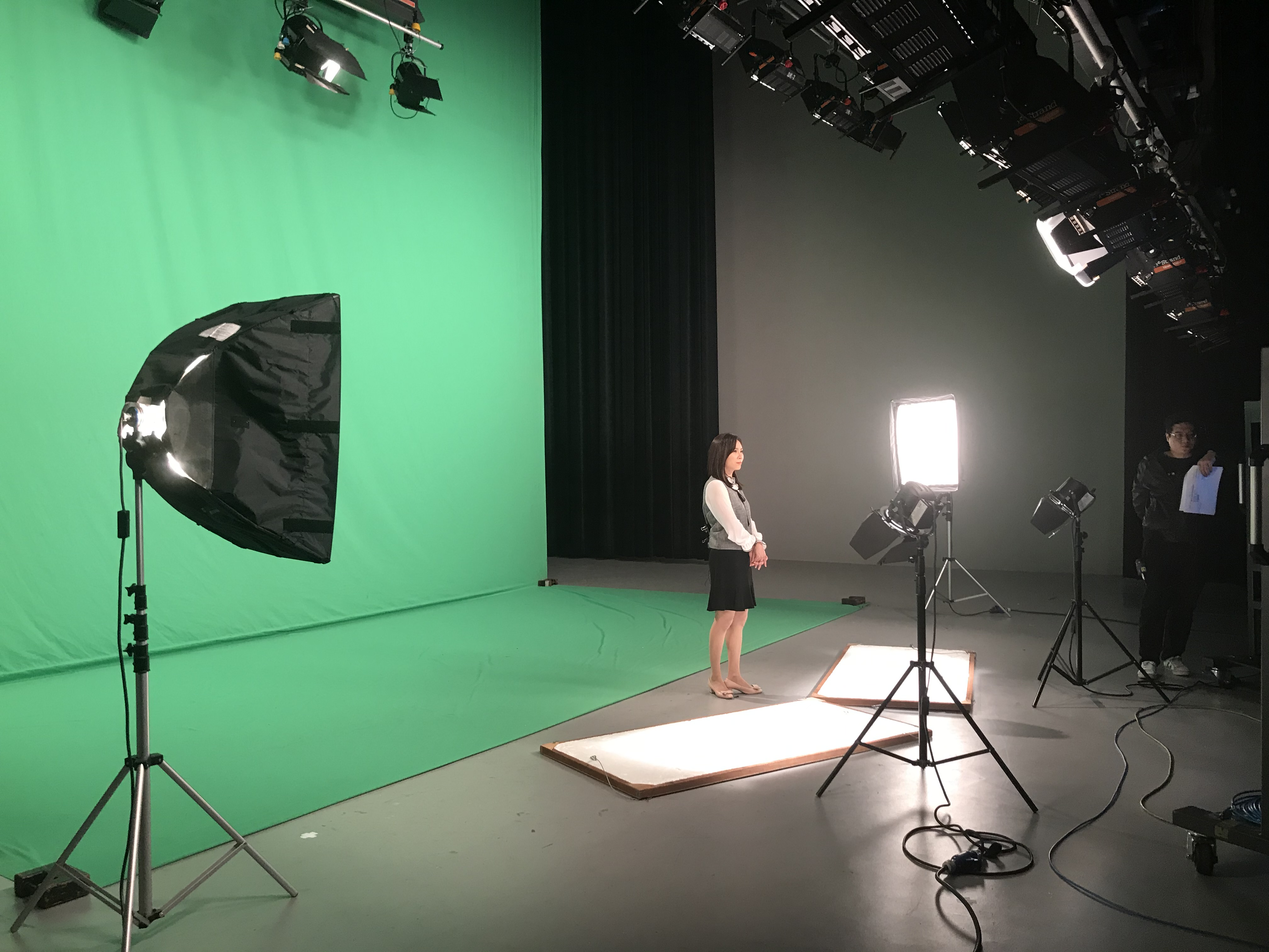 (圖一)PeoPo公民新聞主播王晴玲示範播報新聞時的技巧及要點。攝影/劉宣廷