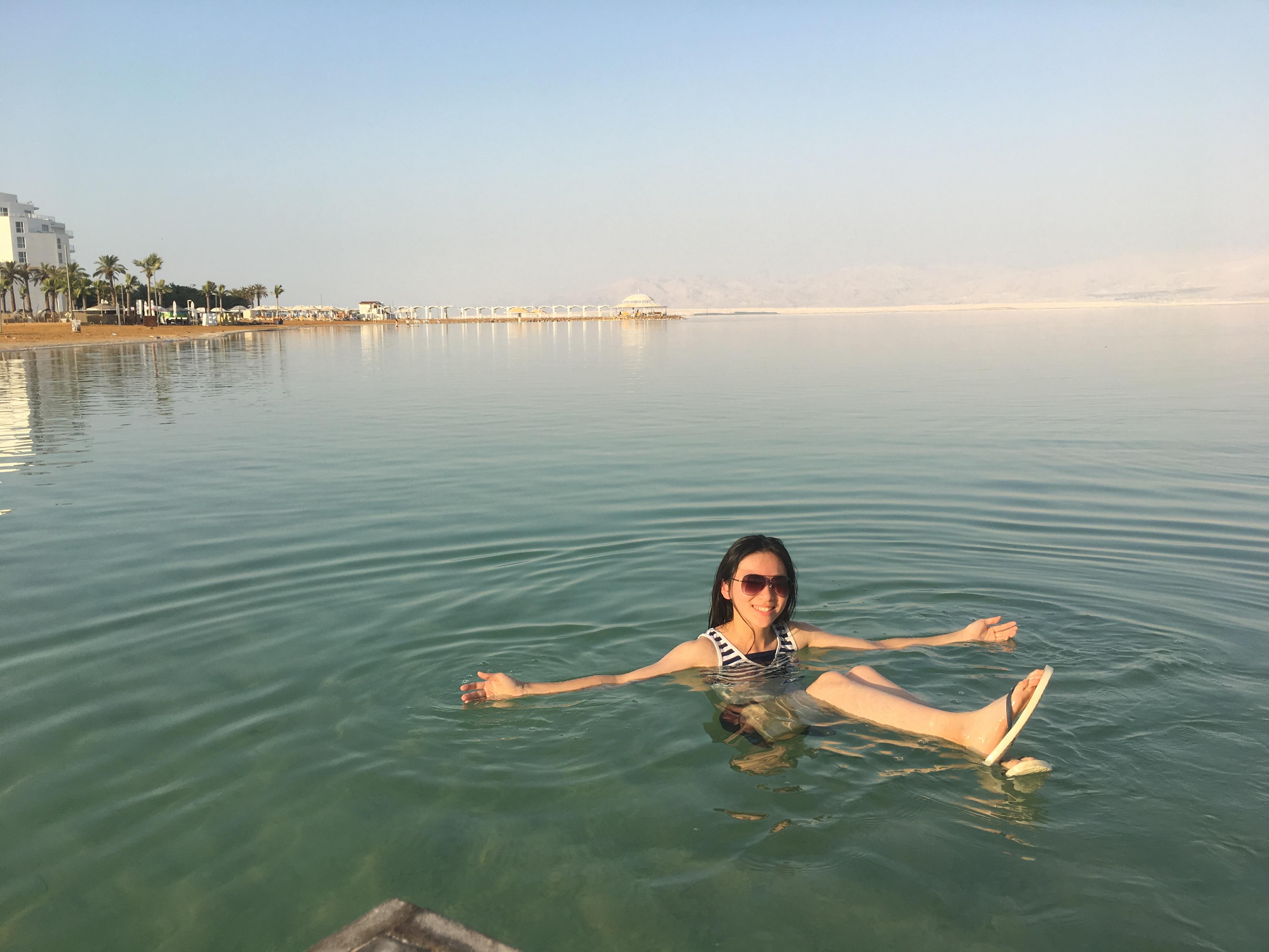 「躺在死海上真的非常舒服。」高珮瑄回憶道。她坦承即便至今,仍十分想念在以色列的生活。 圖/高珮瑄提供