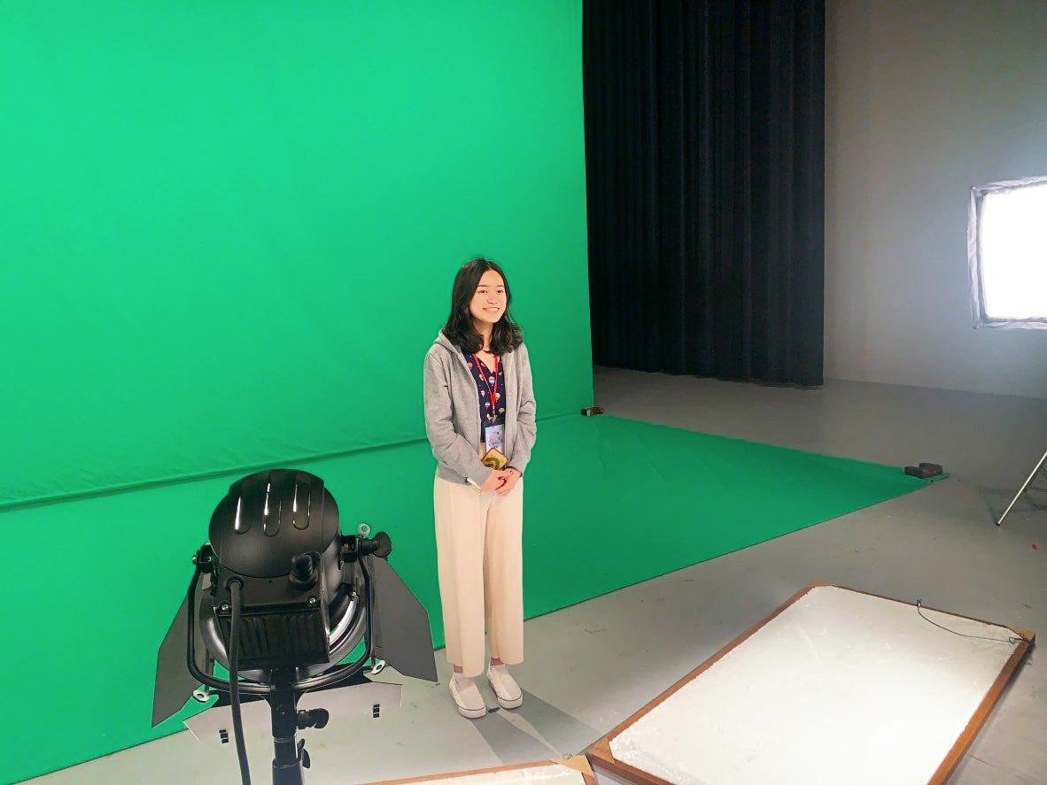 (圖二)超牆記者實地播報模擬。照片提供/教育部青年發展署