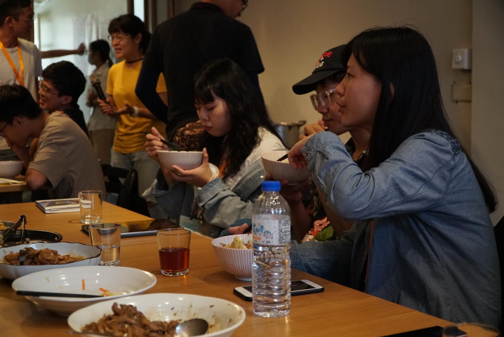 (圖二)中午Dreamer們一起在禾火食堂共食,邊討論對地方的想法。