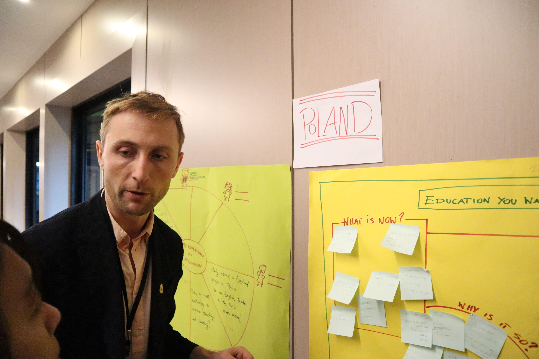 波蘭青年Arkadiusz Kalinowski認為城鄉差距的議題各國在討論過程中產生共鳴。(攝/陳薇宇)